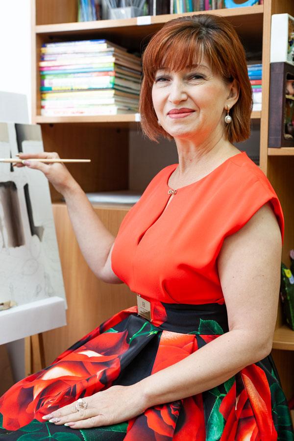 Гринь Людмила Геннадьевна - Учитель изобразительного искусства, черчения, художественного труда.