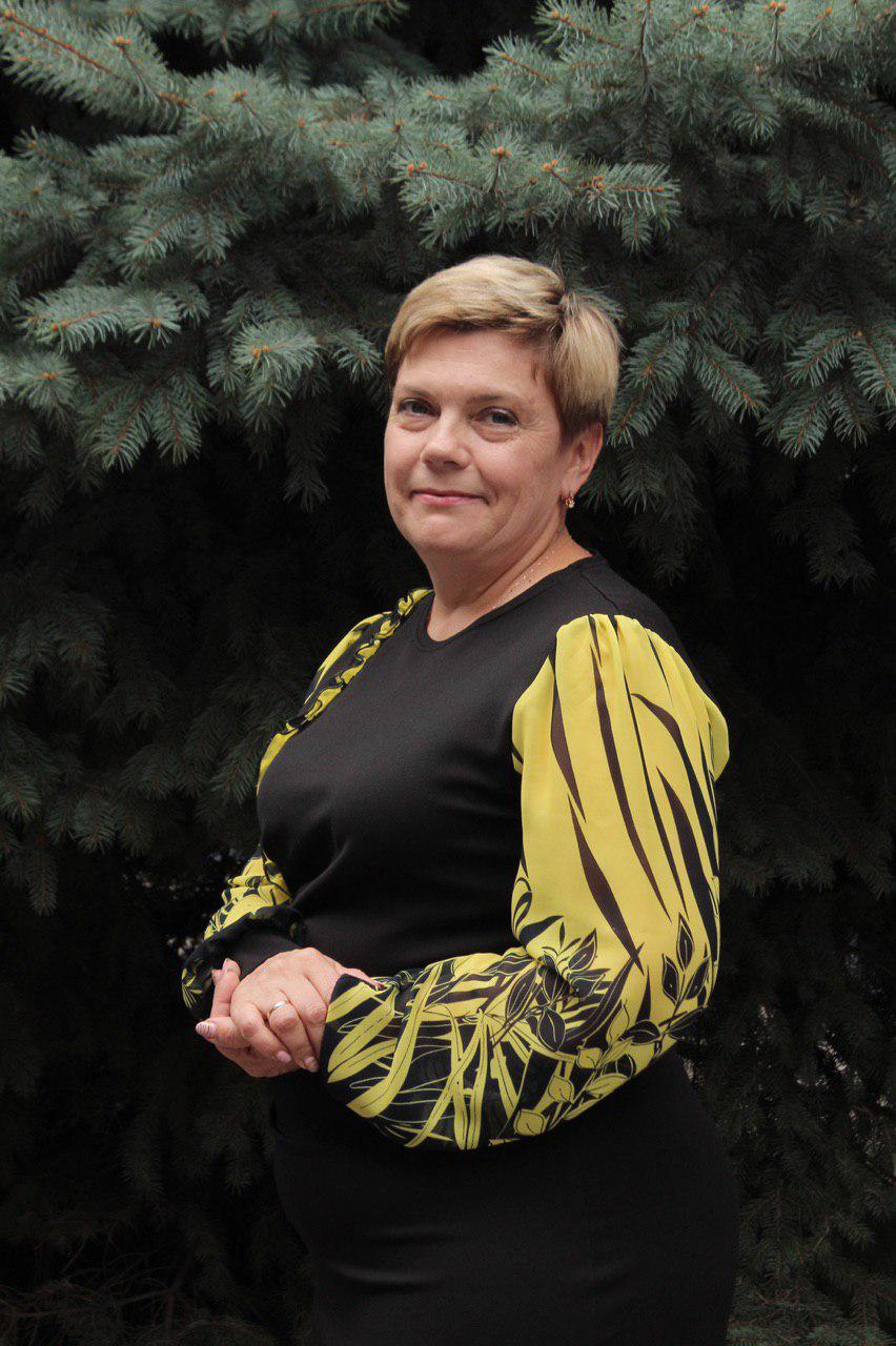 Илюшкина Лариса Петровна - Учитель биологии и географии.