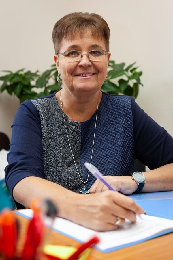 Черныш Елена Олеговна - Заместитель генерального директора по воспитательной работе и ДО, учитель английского языка