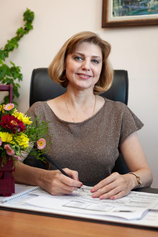 Шестель Виктория Владимировна - Заместитель генерального директора по учебной работе, учитель экономики.